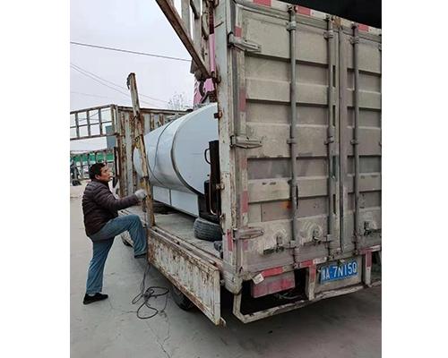 8吨运输罐发货现场